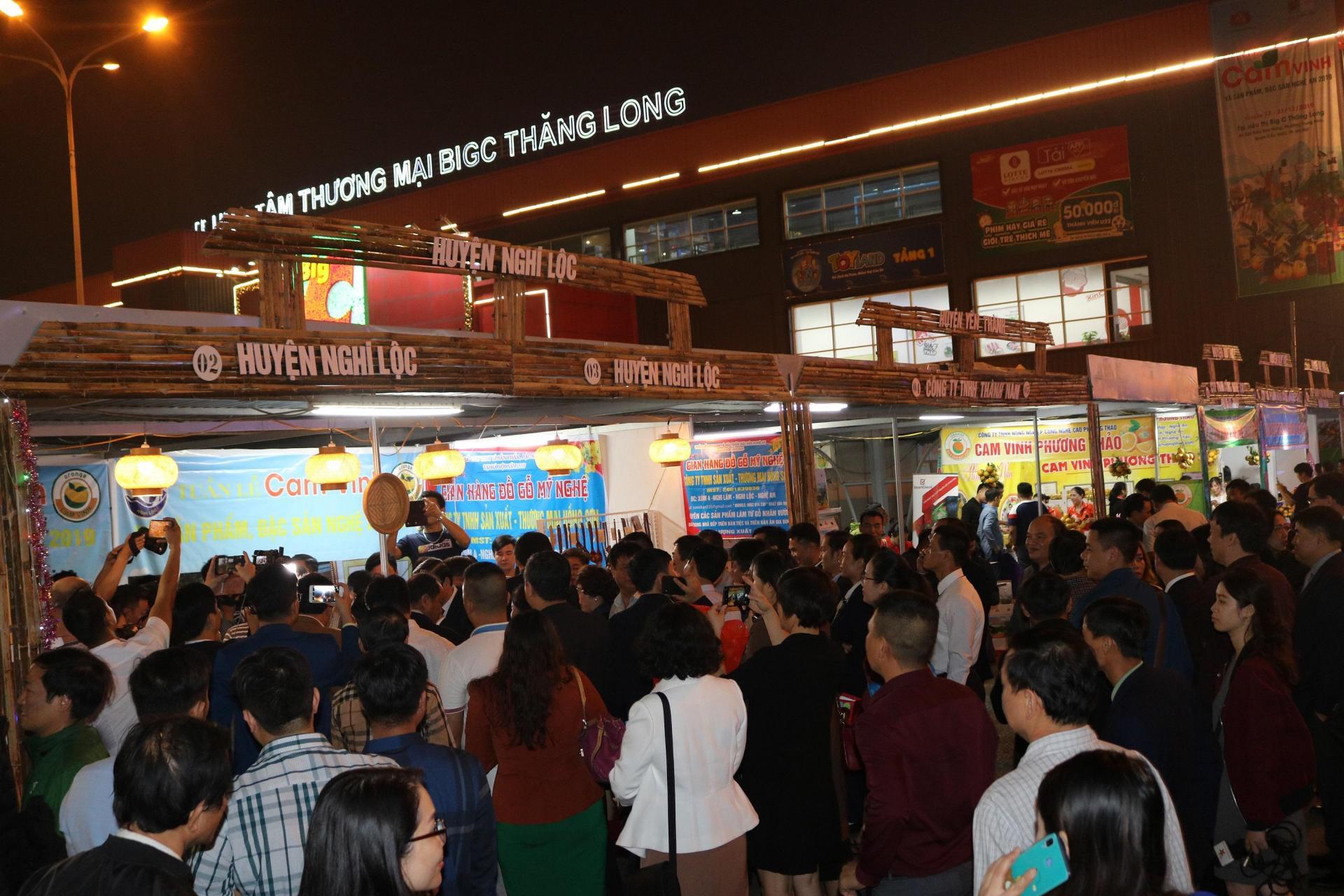 Người dân thủ đô đến gần hơn với đặc sản tỉnh Nghệ An