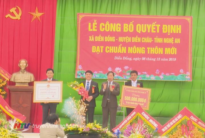 Xã Diễn Đồng vinh dự đón nhận danh hiệu xã đạt chuẩn nông thôn mới.