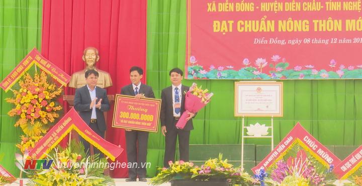 Huyện Diễn Châu thưởng xã Diễn Đồng công trình phúc lợi trị giá 300 triệu đồng.