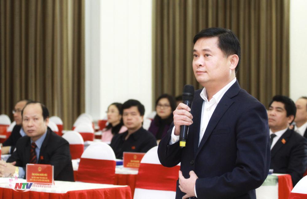 Chủ tịch UBND tỉnh Thái Thanh Quý phát biểu tại kỳ họp.