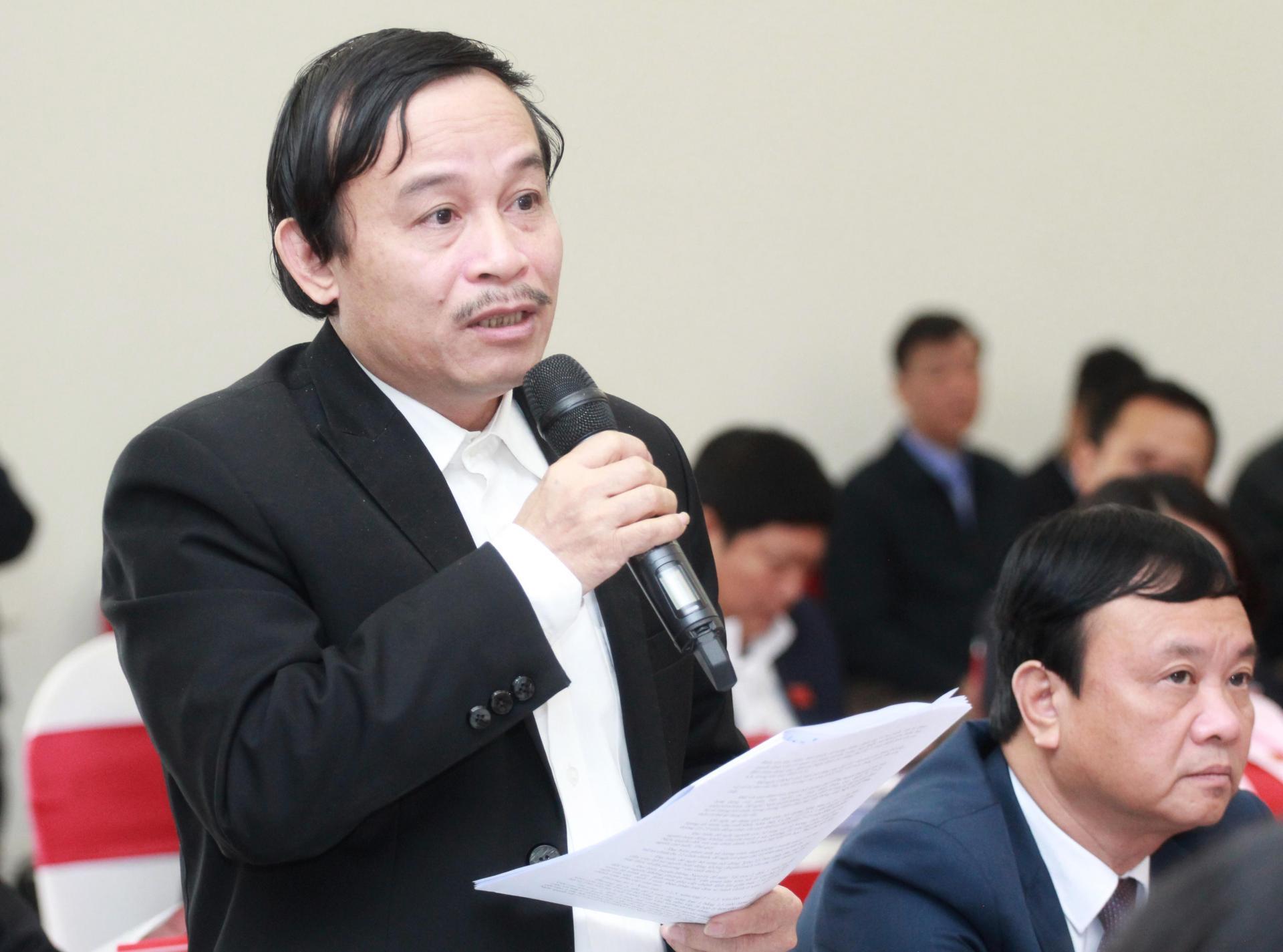 Ông Võ Duy Việt – Giám đốc Sở tài Nguyên môi trường giải trình tại phiên thảo luận
