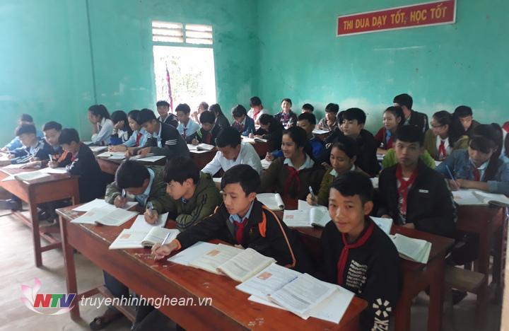 Một tiết học của các em học sinh trường THCS Hà Linh.