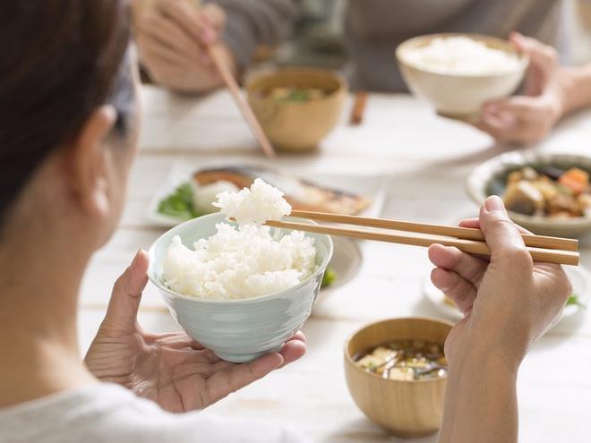 Ăn quá nhiều cơm gạo trắng có thể làm tăng nguy cơ béo phì.