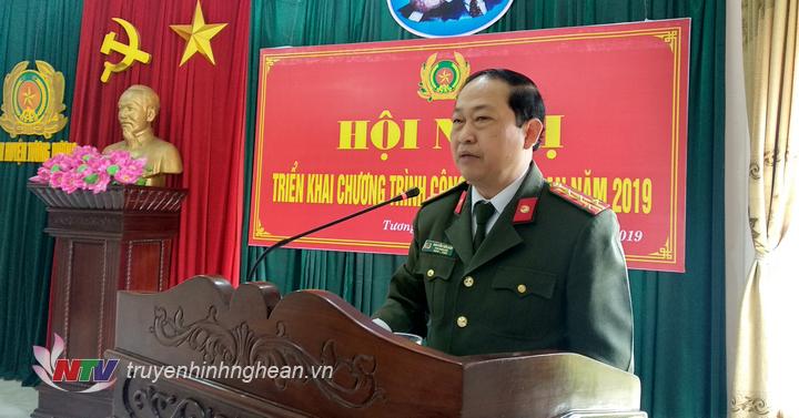 Đại Tá Nguyễn Tiến Dần- Phó giám đốc công an tỉnh Nghệ An phát biểu chỉ đạo tại hội nghị.
