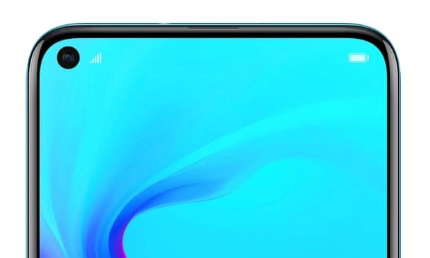 Huawei Nova 4 là một trong những mẫu điện thoại đầu tiên có một lỗ nhỏ trên màn hình để chứa camera selfie. (Nguồn: Huawei)