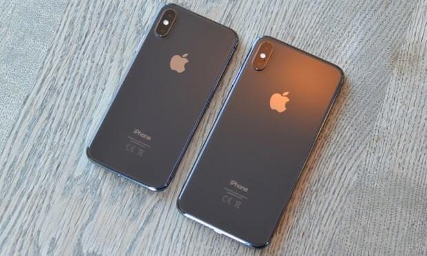 Mặt kính phía sau, phía trước tràn màn hình và các cạnh bằng kim loại, điện thoại của 2019 dường như sẽ vẫn giống như điện thoại của năm 2018. (Nguồn: Guardian)