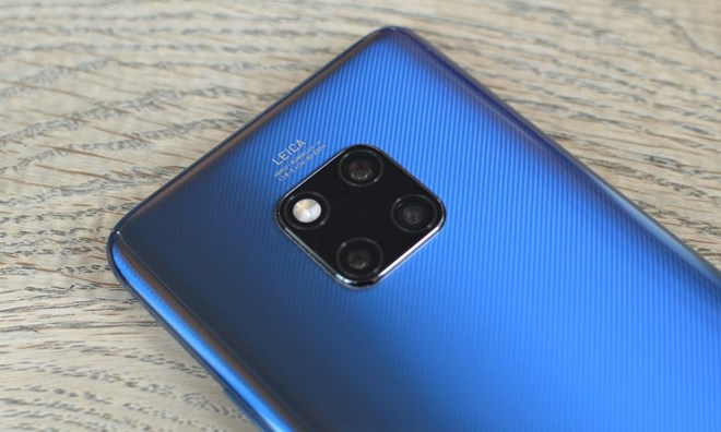 Huawei Mate 20 Pro với ba camera phía sau. (Nguồn: Guardian)