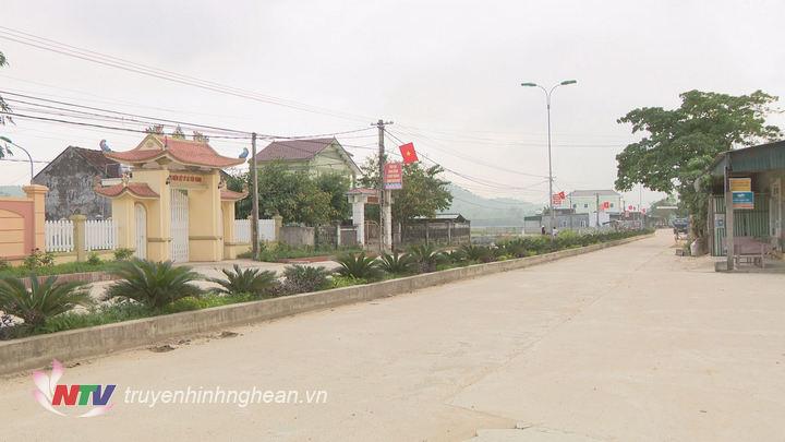 Đường làng ngõ xóm được đầu tư xây dựng khang trang sạch đẹp.