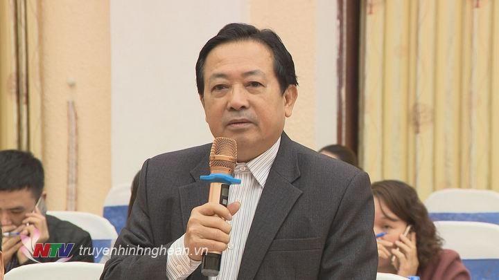 Chủ tịch Hội nhà báo tỉnh Trần Duy Ngoãn nêu ý kiến tại buổi họp báo.
