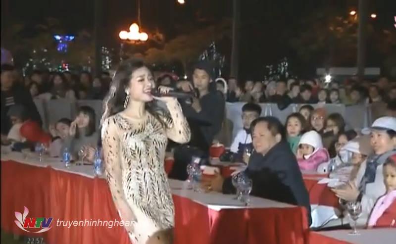 """Top 3 Giọng Hát Việt năm 2013 - Á quân Sao Đại Chiến mùa đầu tiên Dương Hoàng Yến """"cháy"""" hết mình với các ca khúc sôi động"""