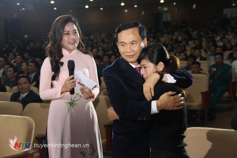 Ông Nguyễn Xuân Kiên - Chủ tịch HĐQT, Tổng giám đốc Bệnh viện Đa khoa Cửa Đông mong muốn em Trương Thị Thương vững vàng vượt qua khó khăn.