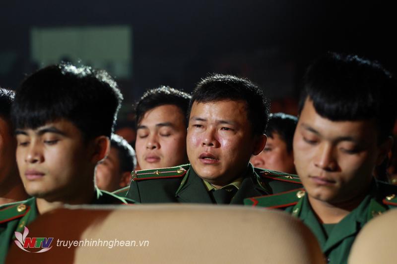 Khán giả xúc động trước hoàn cảnh éo le của nhân vật.