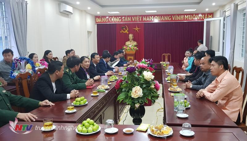 Toàn cảnh chuyến thăm chúc Tết của đoàn công tác huyện Viêng Thoong (Lào)