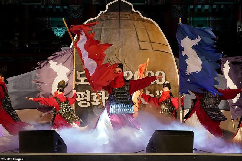 Nhiều chương trình nghệ thuật, ca múa nhạc đặc sắc được tổ chức tại Hong Kong.
