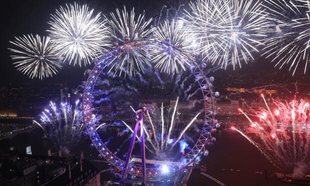 Với chiều cao 135 m, London Eye hiện là vòng quay lớn thứ 4 trên thế giới nhưng không nằm trong top 20 công trình cao nhất London. Mất 30 phút để đi hết một vòng London Eye và nó di chuyển với tốc độ 0,9 km/h.