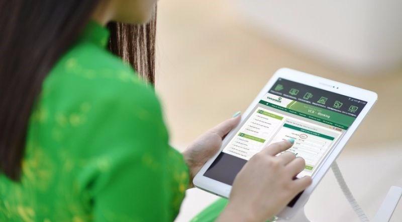 """4. Cảnh giác với các link liên kết gửi đến hòm thư điện tử, thậm chí cả tin nhắn SMS. Chúng có thể được sử dụng làm mồi nhử để dụ người dùng đến một trang web """"giả"""" giống như trang web chính thức của ngân hàng của người dùng và thu thập bất kỳ thông tin nào bạn nhập cho mục đích bất chính. Khi nghi ngờ, hãy liên hệ với số điện thoại trợ giúp hoặc số dịch vụ khách hàng của ngân hàng của mình để được hỗ trợ."""