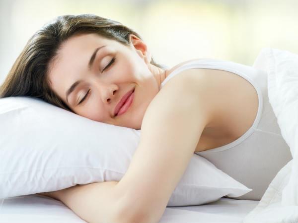 Cải thiện giấc ngủ: Giấc ngủ có vai trò quan trọng đối với cơ thể như không khí đối với hô hấp hay thức ăn đối với tiêu hóa. Thiếu ngủ dẫn đến nguy cơ mắc các bệnh như tiểu đường hay cao huyết áp. Hãy ngủ ít nhất 7 tiếng mỗi ngày.