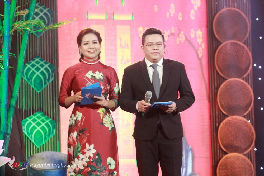 MC Nguyễn Hưng - Thu Hằng đồng hành cùng chương trình.