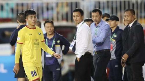 Cầu thủ SLNA nhận thẻ đỏ trong 2 trận đấu liên tiếp.