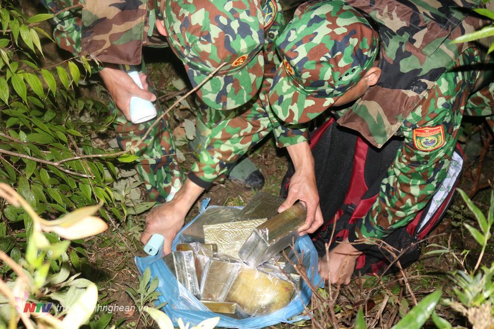 Tang vật vụ án ngày 4/11/2020, lực lượng tuần tra đồn Biên phòng cửa khẩu Thanh Thủy phát hiện, bắt giữ