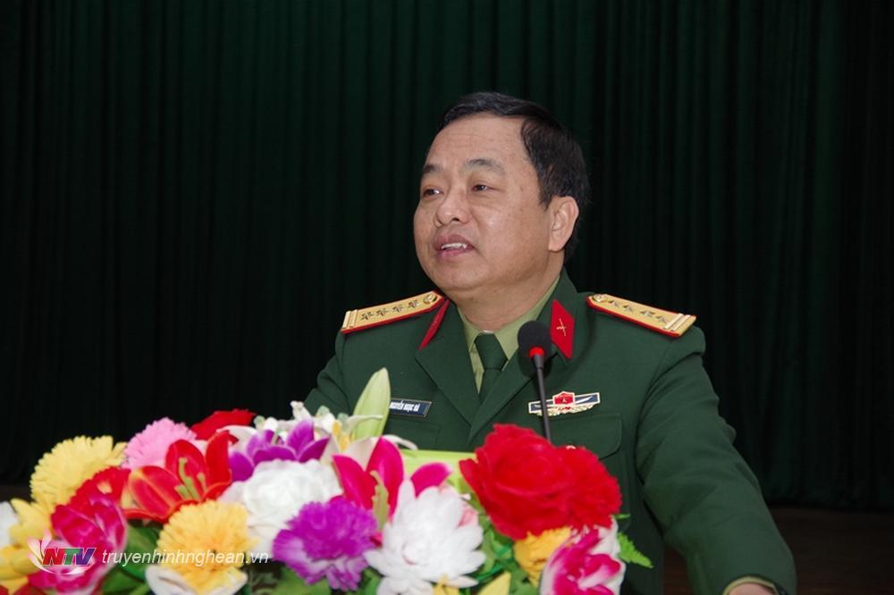 Đại tá Nguyễn Ngọc Hà, Uỷ viên BTV Tỉnh uỷ - Chỉ huy trưởng Bộ CHQS tỉnh phát biểu giao nhiệm vụ cho lớp tập huấn