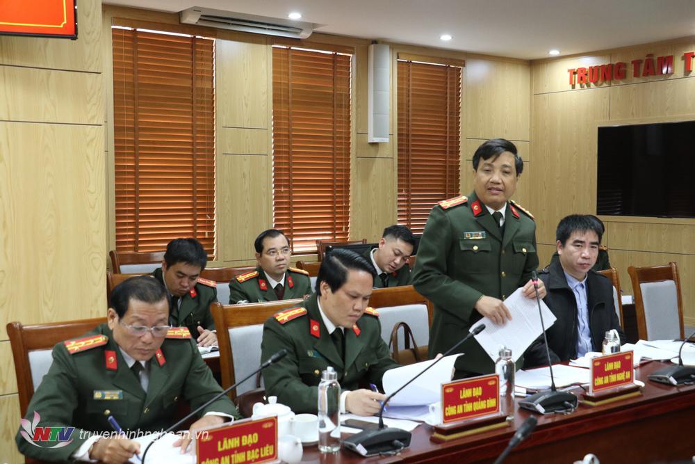 Đại tá Hồ Văn Tứ - Phó Giám đốc Công an tỉnh báo cáo tình