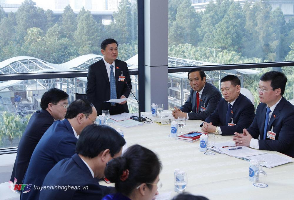 Đồng chí Thái Thanh Quý - Uỷ viên Dự khuyết TW Đảng, Bí thư Tỉnh uỷ Nghệ An kết luận tại buổi thảo luận tại đoàn.