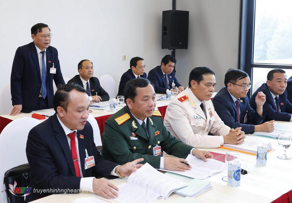 Đại biểu tỉnh Nghệ An đóng góp ý kiến vào
