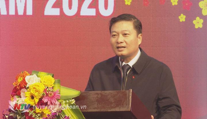 Phó Chủ tịch Thường trực UBND tỉnh Lê Hồng Vinh phát biểu tại hội nghị.