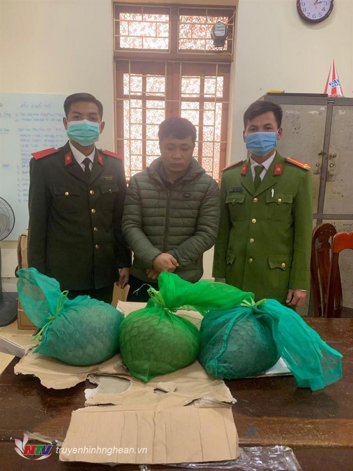 Đối tượng Bùi Đình Quốc bị bắt giữ cùng 3 cá thể tê tê còn sống