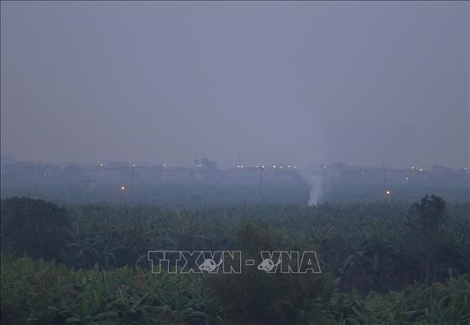 Khói từ đốt rác và nhà máy là một trong những nguyên nhân gây ra ô nhiễm không khí Hà Nội.
