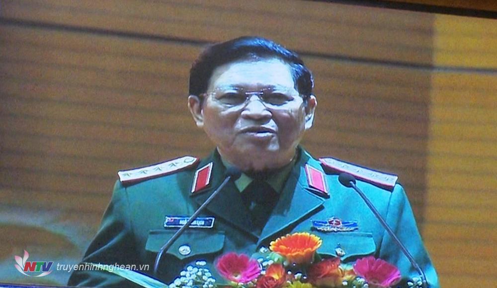 Đại tướng Ngô Xuân Lịch – Bộ trưởng Bộ Quốc phòng phát biểu tại buổi gặp mặt. Ảnh chụp toàn màn hình.