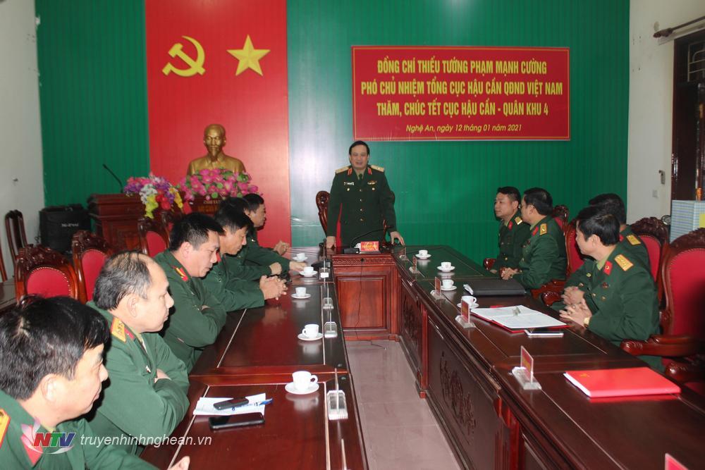 Đoàn công tác Tổng cục Hậu cần chúc Tết cán bộ, chiến sỹ Cục Hậu cần Quân khu 4.