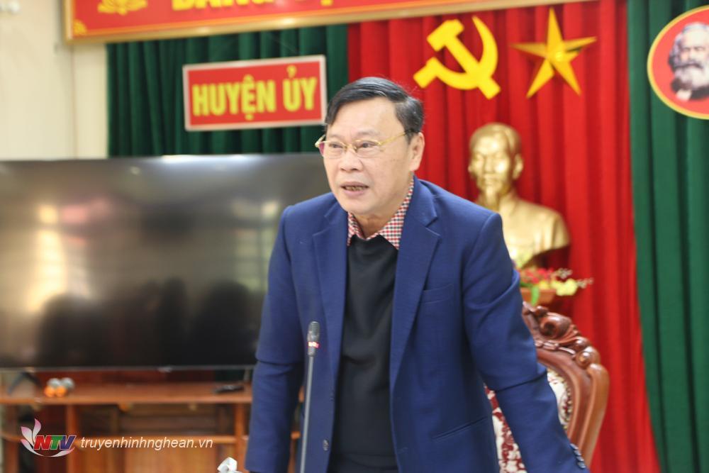 Bí thư Huyện ủy Tân Kỳ Bùi Thanh Thảo phát biểu tại hội nghị.