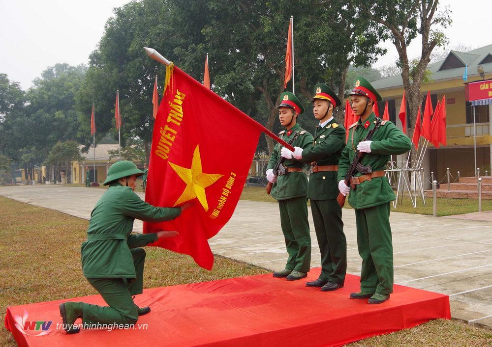 Chiến sĩ xuất ngũ tuyên thệ.