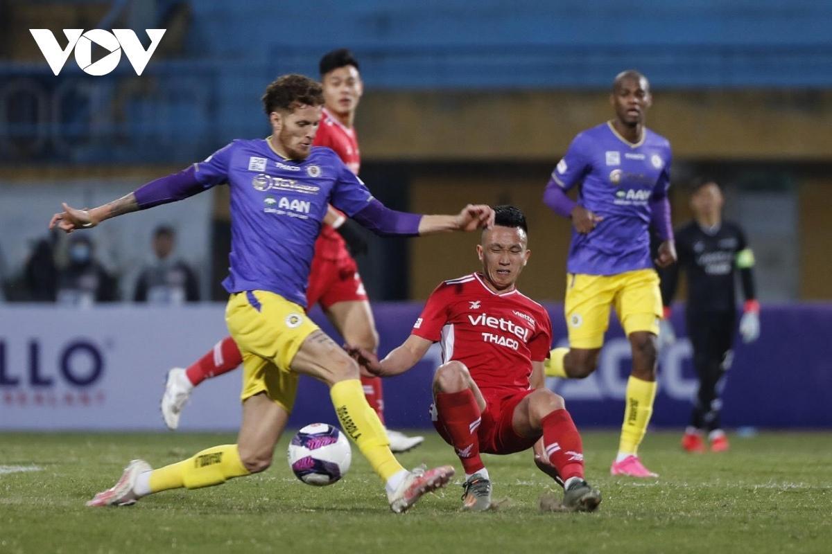 Về phần Viettel, HLV Trương Việt Hoàng lý giải đội bóng của ông thất bại do chưa có thời gian đá giao hữu trước mùa giải. Đội ĐKVĐ V-League sẽ tổ chức lễ xuất quân chính thức cho mùa giải 2021 vào ngày 14/1 tới.