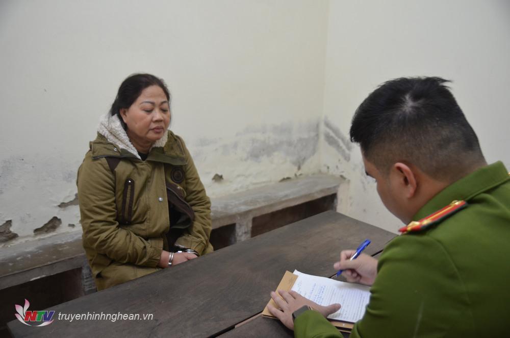 Đối tượng Nguyễn Thị Hảo tại cơ quan điều tra.