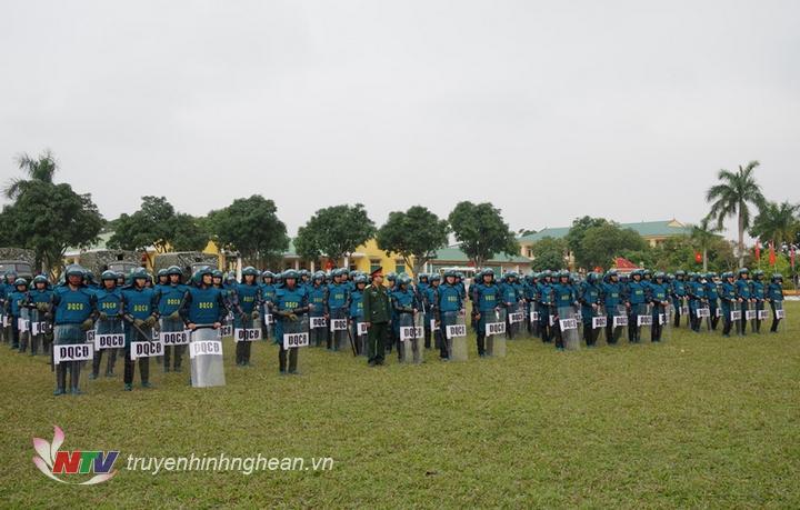Lực lượng dân quân tự vệ tham gia trực sẵn sàng tham gia bảo vệ Đại hội Đại biểu toàn quốc lần thư XIII của Đảng.