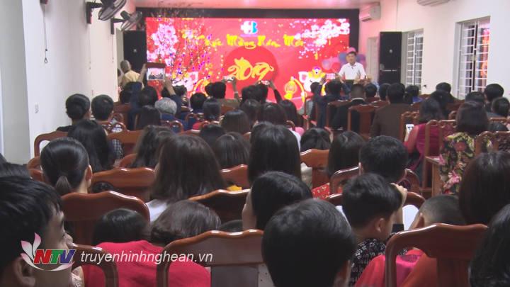 Chủ tịch UBND tỉnh Thái Thanh Quý chúc Tết tại Bệnh viện Ung bướu Nghệ An.