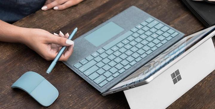 Dù cấu hình tương tự nhưng laptop hoàn toàn khác máy tính bảng 2 trong 1.