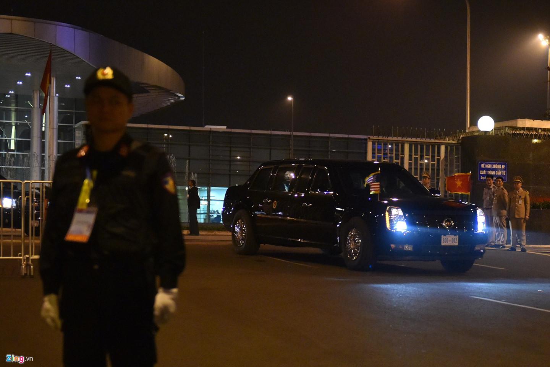 Đoàn xe chở Tổng thống Mỹ hướng về khách sạn Marriott, quận Nam Từ Liêm, Hà Nội.