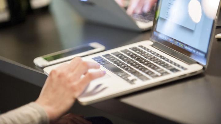 Thay vì mua một chiếc laptop dành riêng cho nhu cầu hiện tại, bạn nên nhìn xa hơn một chút và chọn mẫu máy có thể sử dụng tốt trong vài năm tới.