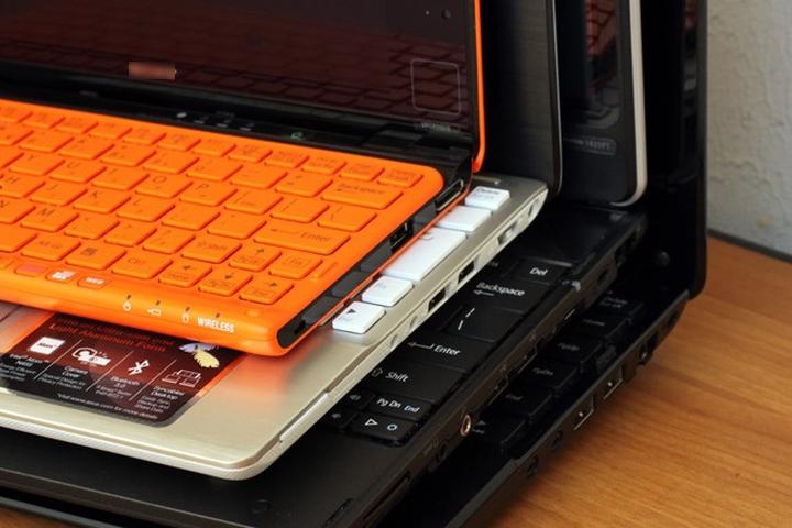   Chiếc máy tính xách tay cỡ lớn sẽ mang lại góc nhìn rộng nhưng nó thiếu đi tính di động và ngược lại.  