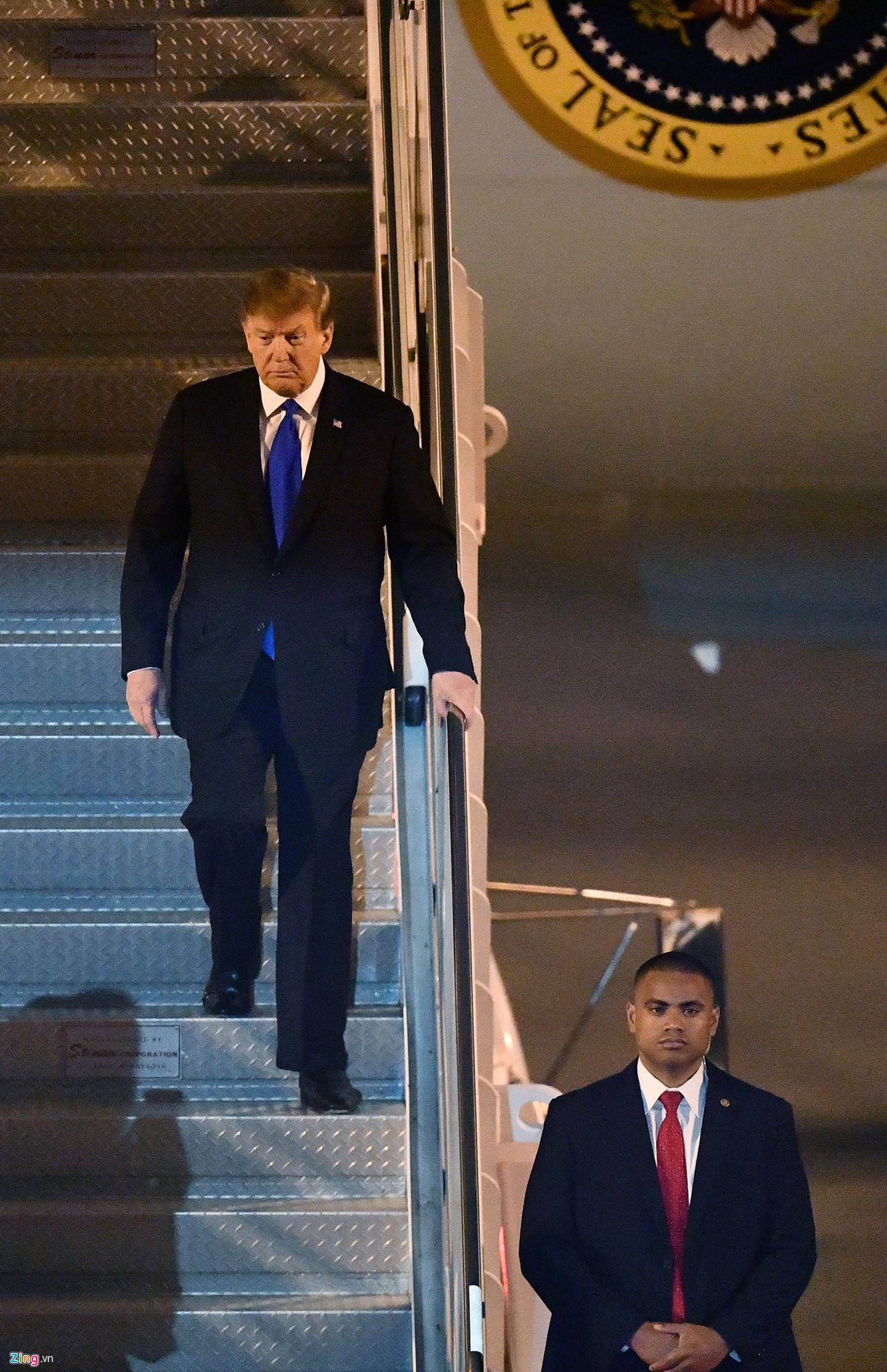 Phát ngôn viên Nhà Trắng Sarah Sanders cho biết Tổng thống Trump và nhà lãnh đạo Triều Tiên Kim Jong Un sẽ gặp có cuộc gặp mặt ngắn trước khi ăn bữa tối xã giao cùng hai quan chức khác vào tối 27/2. Lịch trình cho ngày thứ hai của hội nghị thượng đỉnh chưa được công bố.