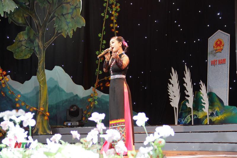 """Ca khúc """"Tình yêu bên suối"""" - Sáng tác: Thế Song; Biểu diễn: Thanh Loan - Công an tỉnh Nghệ An"""