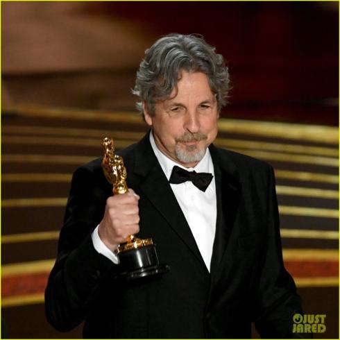 """Đạo diễn Peter Farrelly nhận tượng vàng Oscar cho """"Green Book""""."""