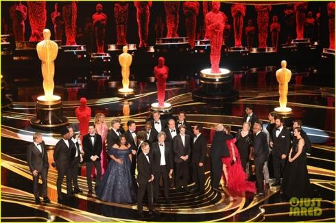 """Đoàn làm phim """"Green Book"""" vui mừng với chiến thắng quan trọng nhất tại Oscar năm nay."""