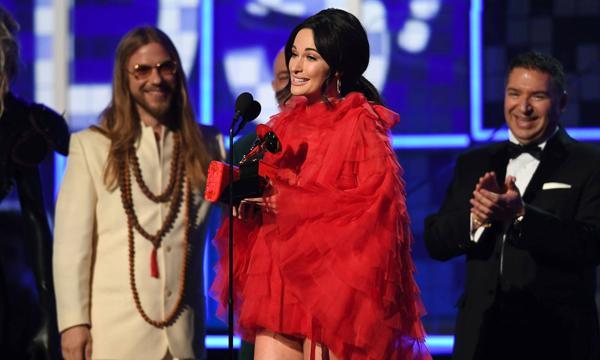 """Kacey nhận giải thưởng quan trọng nhất - """"Album của năm""""."""