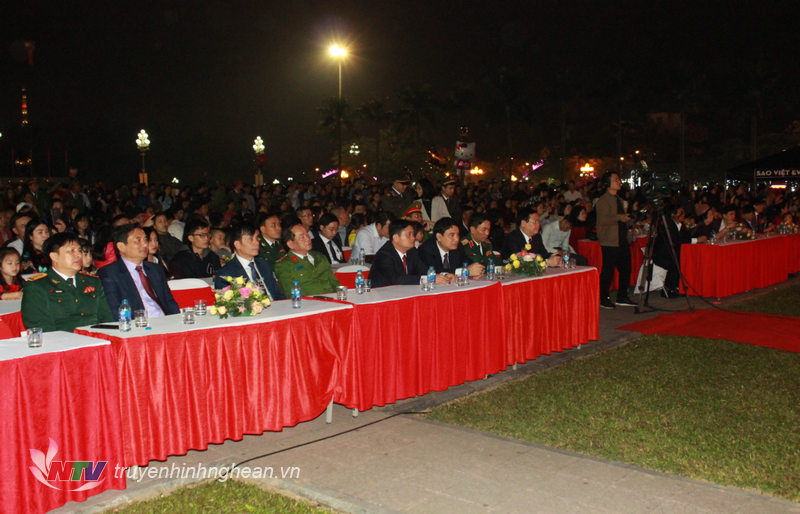 Các đại biểu tham dự đêm hội.