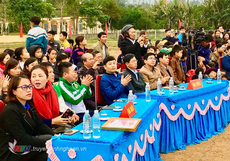 Các đại biểu tham dự chương trình sân chơi.